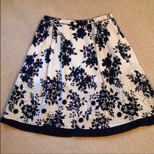 Coldwater Creek Cream/Navy Embroider Floral Skirt